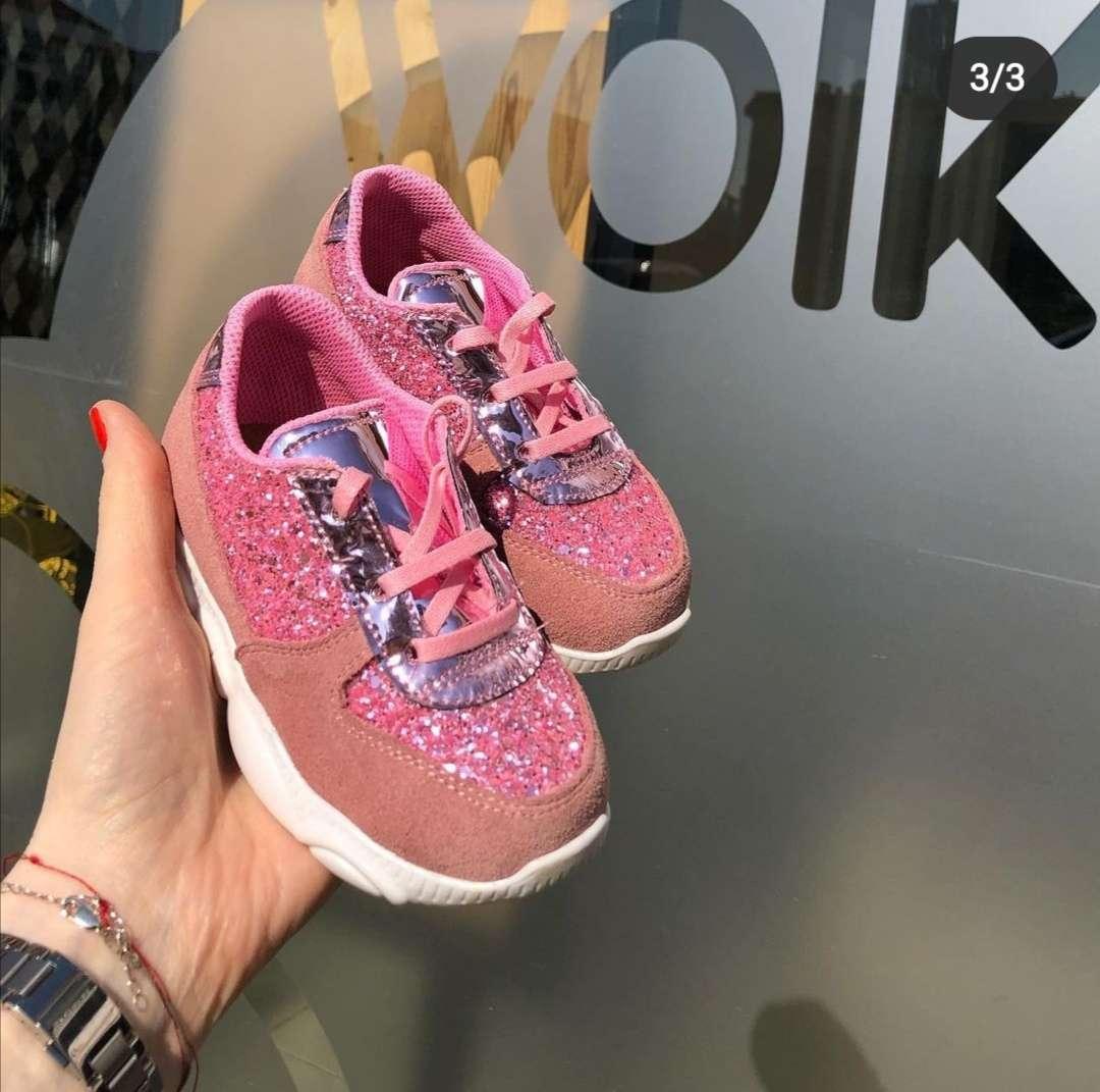 Pembe Pullu Bağcıklı Sneaker